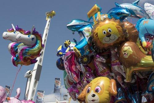 balloon  ride  folk festival
