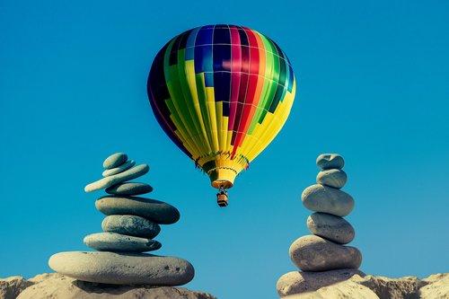 balloon  stones  sky