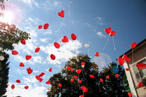 balloon heart romance