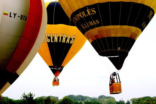 balloons flying travel