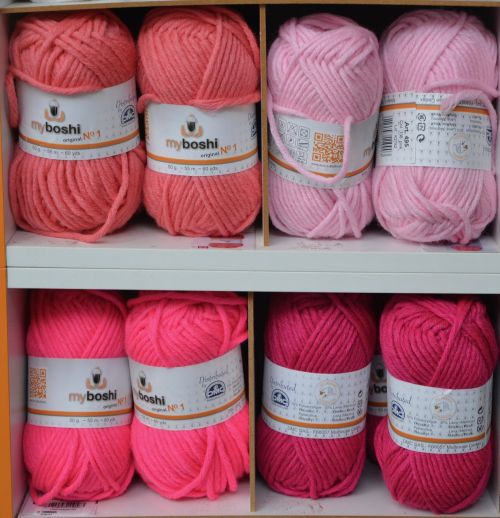 balls of wool color pink wire