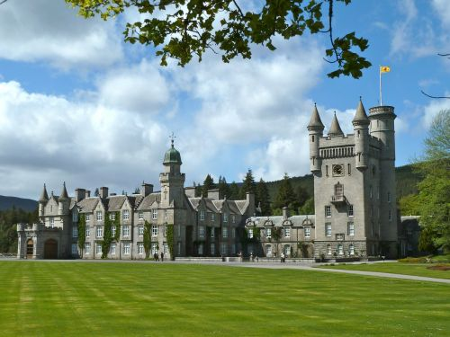 balmoral castle monument old