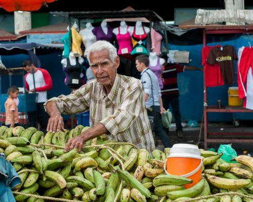 bananas vendor open market