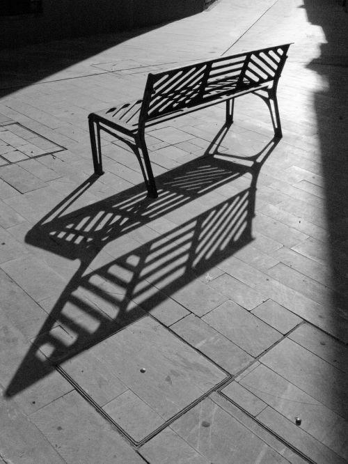 banco sombra paseo