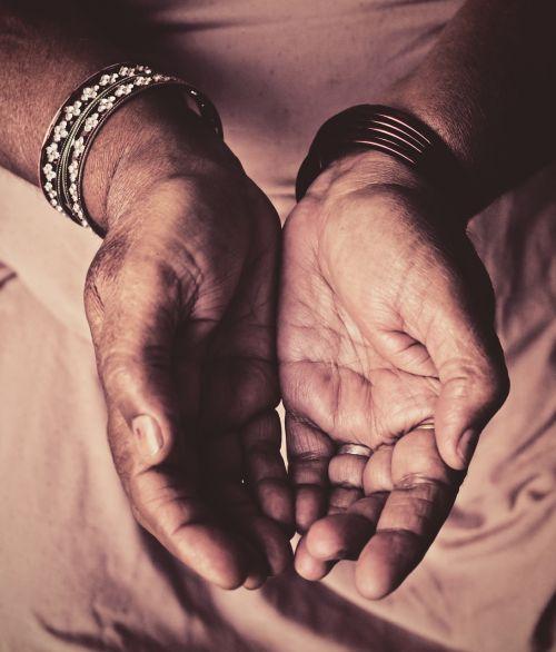 bangles contrast hands