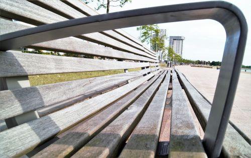 bankas,papludimys,medinis stendas,saulė,stendas,sėdėti,lauke,baldai,kūno rinkiniai,poilsis
