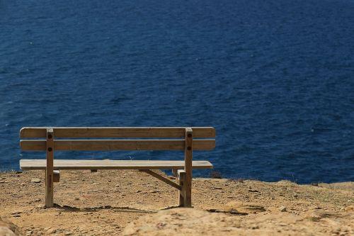 bankas,jūra,medinis stendas,sėdynė,vaizdingas,Viduržemio jūros,šventė,vanduo,mėlynas,stendas