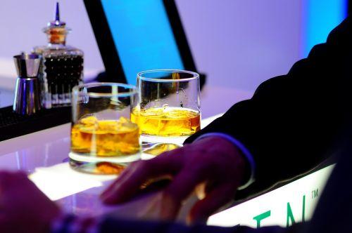 bar drinks glasses