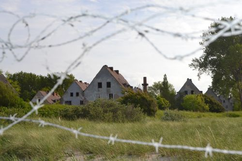 barbed wire lapsed home