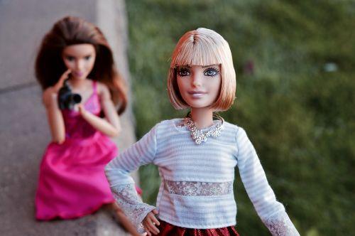 barbie,lėlės,kelia,kelti,portretas,fotoaparatas,filmas,filmavimas,mergaitė,modelis,modeliavimas,modeliavimas,fotografija,patrauklus,Fotografas,kaukazo,jaunas,mada,fotografavimas,stilius,stilingas