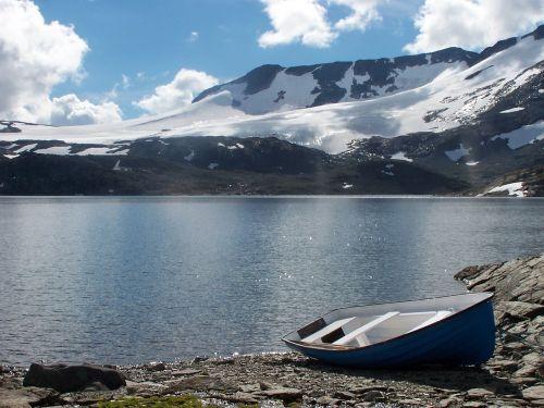 barca lake mountains