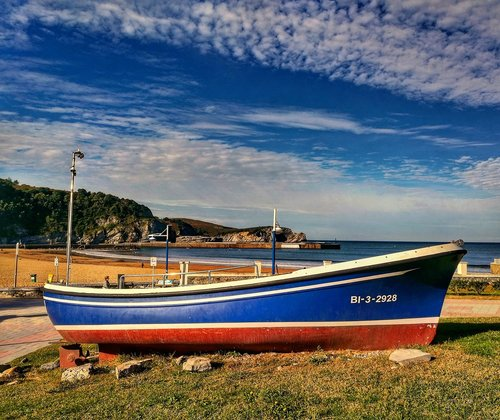 barca  fishing  beach