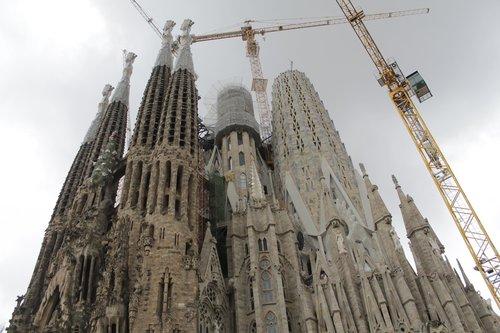 barcelona  sagrada family  architecture