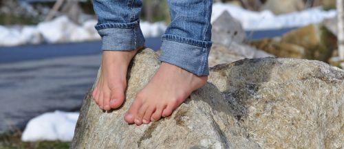 basas,pėdos,džinsai,dešimt,balansas,akmuo,žiema