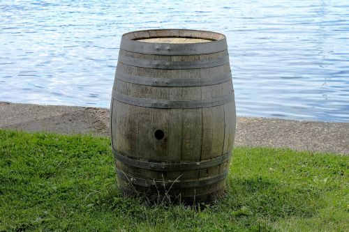 barrel wine barrel wooden barrels