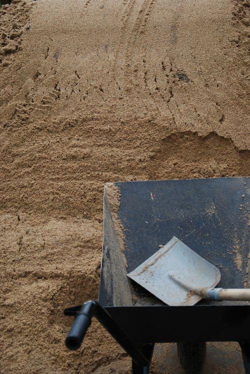 barrow sand shovel