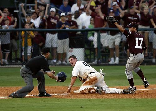 baseball runner umpire's call