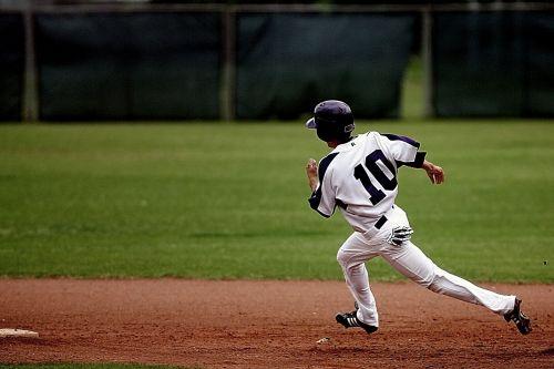 baseball runner action