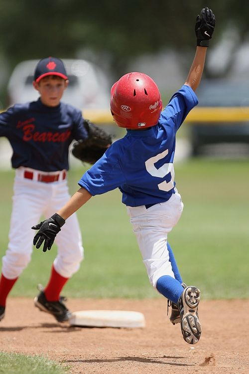 baseball runner sliding