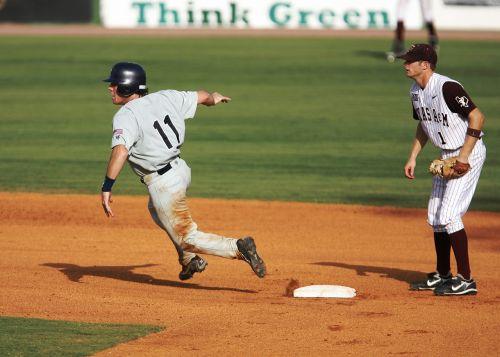 baseball runner player