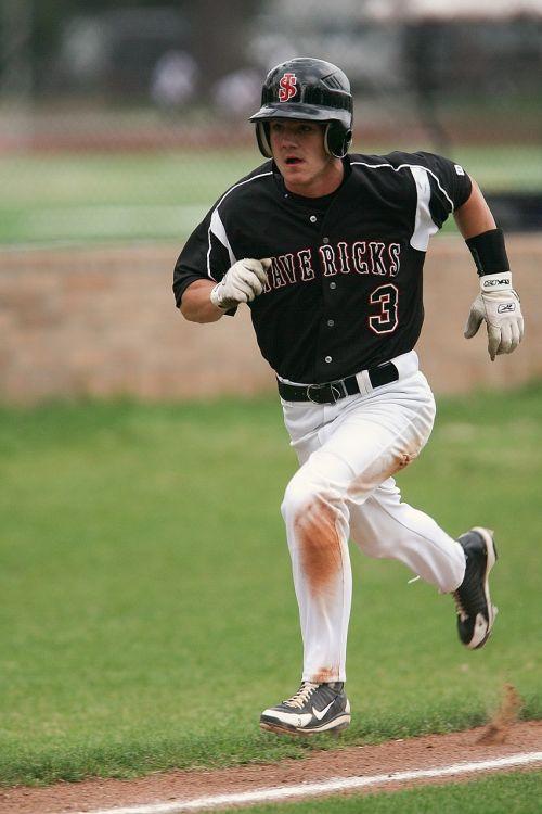 baseball runner running