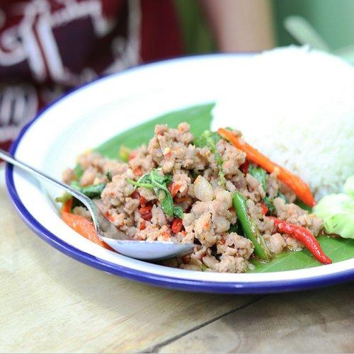 basil pork  basil leaves  thaifood