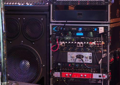 bass technology music