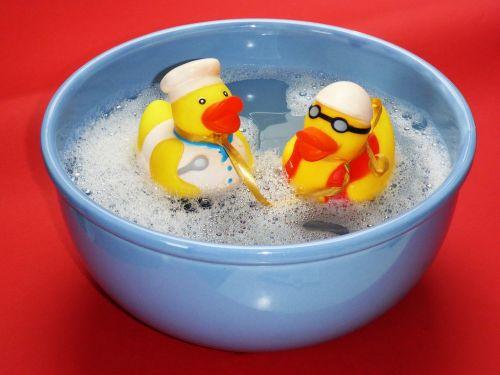 bath splashing ducks