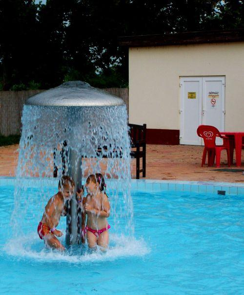 bathe summer children