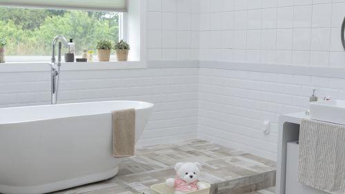 bathroom window space