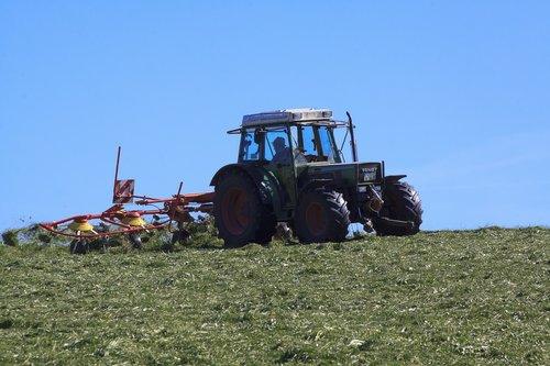 bauer  tractor  hay tedders