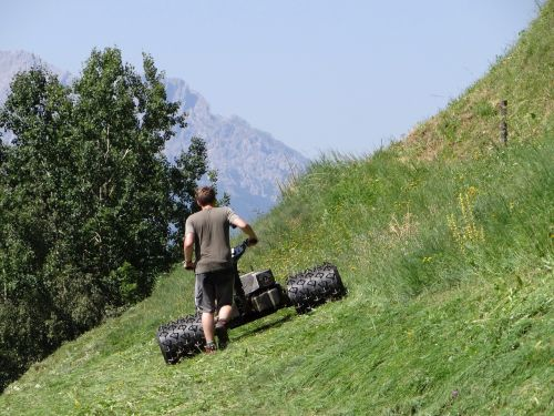 bauer mountain farmer work