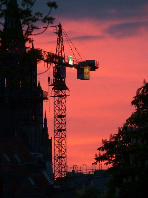 baukran crane sunset