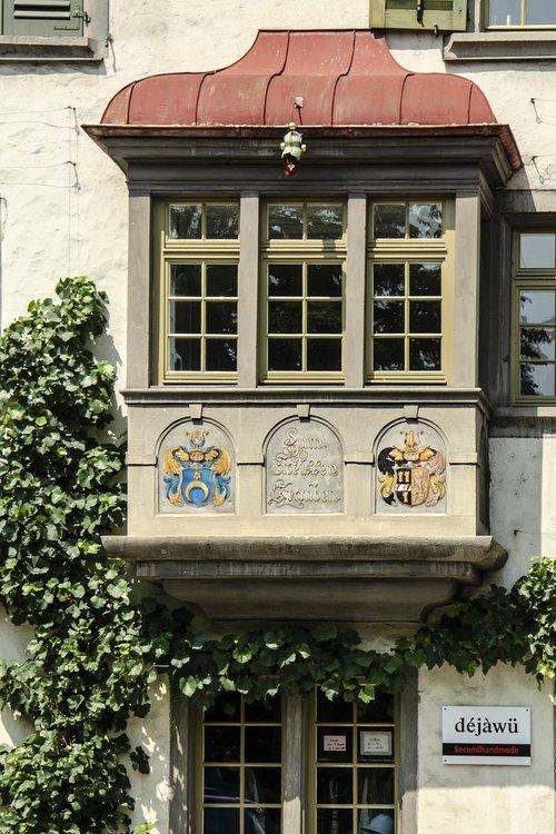 bay window  parlour bay window  house painting