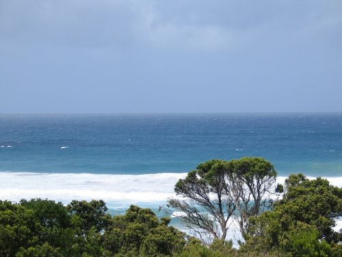 fantastic waves at johanna beach melbourne oz