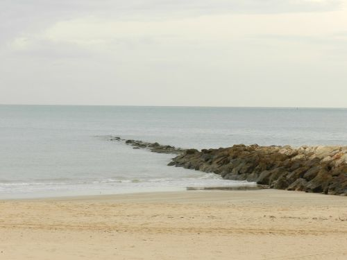 beach breakwater cadiz