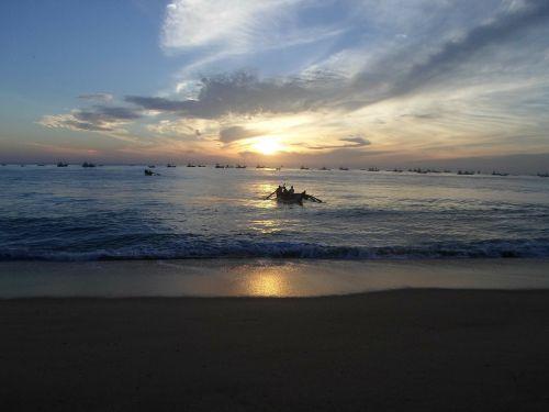 papludimys,nuostabus paplūdimys,smėlio paplūdimys jūra,vanduo,saulėlydis,vandenynas,saulėtekis