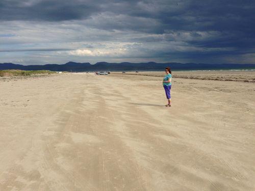 papludimys,dangus,debesys,smėlis,vienišas,vienišas,vienatvė,moteris,šventė