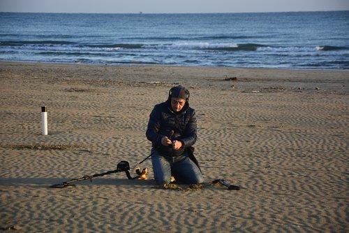 beach  man  treasure hunter