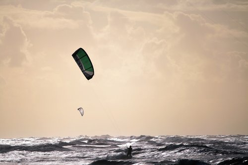 beach  kitesurfing  kitesurfers