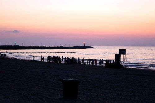 beach human abendstimmung
