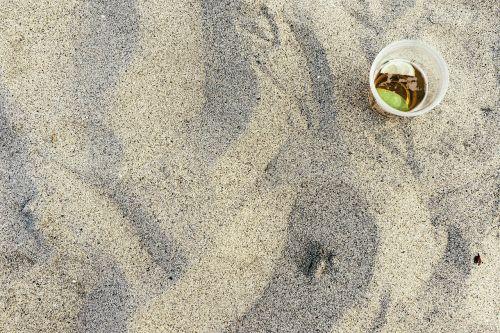 papludimys,gerti,taurė,smėlis,vakarėlis,atostogos,kokteilis,vasara,laisvalaikis,šventė,stiklas,grūdai,plastmasinis,Cub,gėrimas,citrina,kalkės