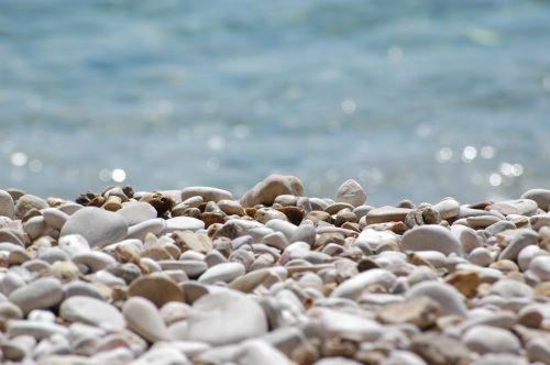 beach pebble rest