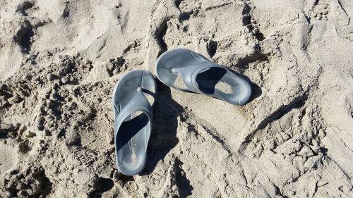 beach sand flip flops