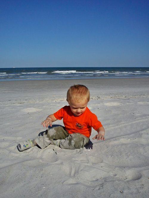 papludimys,berniukas,berniukas,smėlis,pajūryje,jūra,vandenynas,žaidimas,berniukas,vasara,atostogos