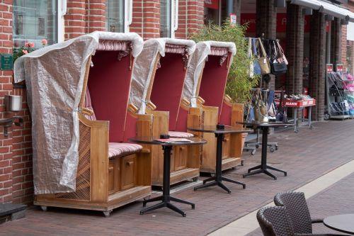 beach chair basket cafe