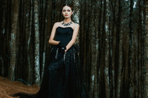 beautiful women  portrait  fashion
