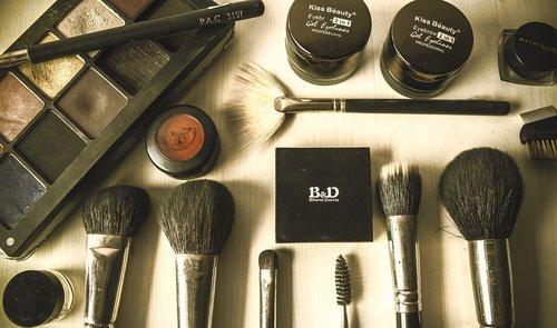 beauty  brushes  cosmetics