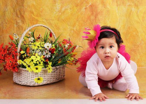 bebe crawling flowers