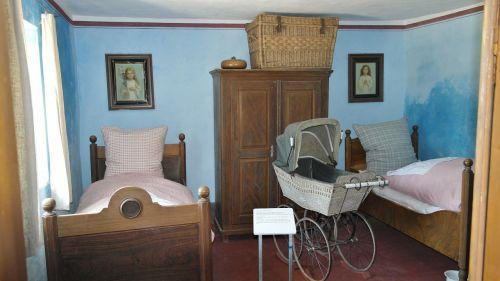bed bedroom antique